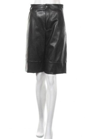 Дамски къс кожен панталон Monki, Размер XS, Цвят Черен, Еко кожа, Цена 26,68лв.