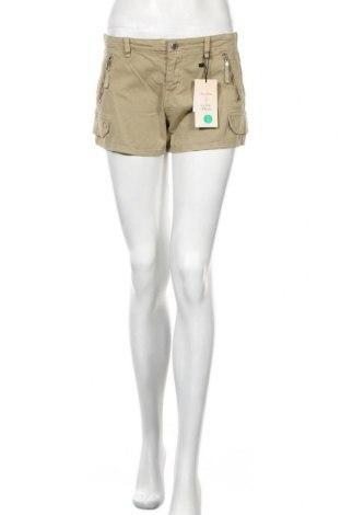 Γυναικείο κοντό παντελόνι Bershka, Μέγεθος M, Χρώμα Πράσινο, 97% βαμβάκι, 3% ελαστάνη, Τιμή 16,88€