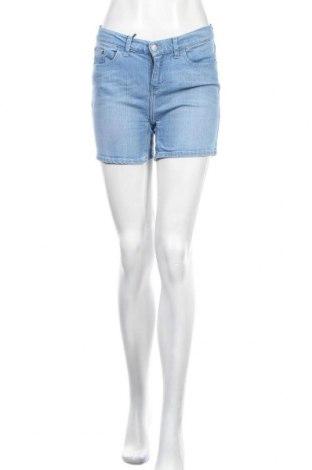 Дамски къс панталон Calvin Klein Jeans, Размер S, Цвят Син, 99% памук, 1% еластан, Цена 81,75лв.