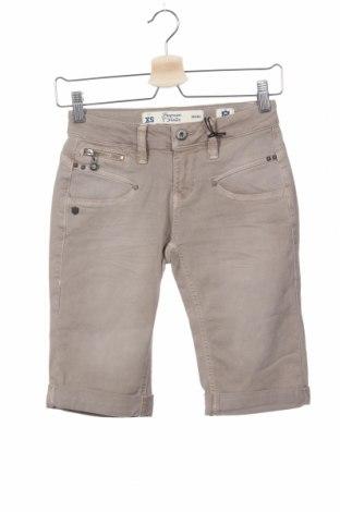 Дамски къс панталон Freeman T. Porter, Размер XS, Цвят Бежов, 71% памук, 7% полиестер, 3% еластан, Цена 54,50лв.