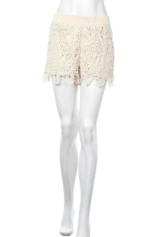 Дамски къс панталон ONLY, Размер M, Цвят Бежов, Цена 4,99лв.