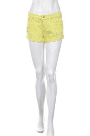 Γυναικείο κοντό παντελόνι Pull&Bear, Μέγεθος S, Χρώμα Κίτρινο, Βαμβάκι, Τιμή 9,53€