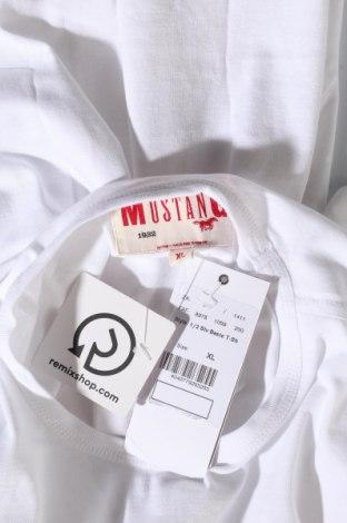 Мъжка тениска Mustang, Размер XL, Цвят Бял, Памук, Цена 19,50лв.