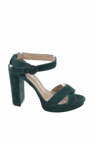 Сандали BCBG Max Azria, Размер 38, Цвят Зелен, Естествен велур, Цена 74,00лв.