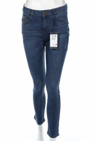 Дамски дънки Mohito, Размер S, Цвят Син, 99% памук, 1% еластан, Цена 22,05лв.