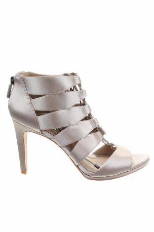 Sandale BCBG Max Azria, Mărime 40, Culoare Gri, Textil, piele naturală, Preț 144,08 Lei