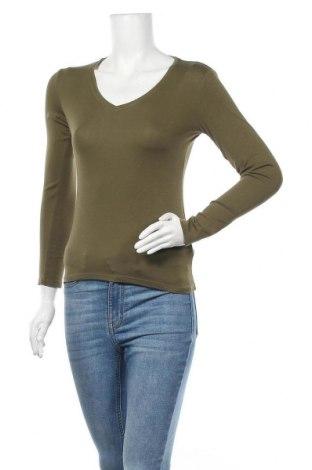 Дамска блуза Uniqlo, Размер S, Цвят Зелен, 94% памук, 6% еластан, Цена 15,17лв.