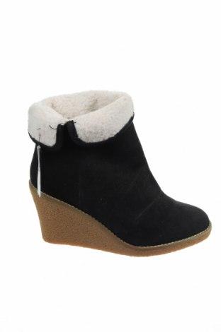 Γυναικεία μποτάκια Pull&Bear, Μέγεθος 38, Χρώμα Μαύρο, Φυσικό σουέτ, Τιμή 21,16€