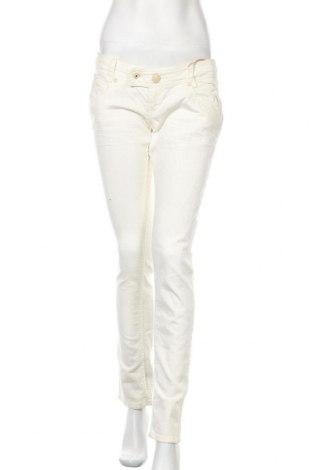 Дамски дънки Bershka, Размер S, Цвят Бял, 97% памук, 3% еластан, Цена 36,75лв.
