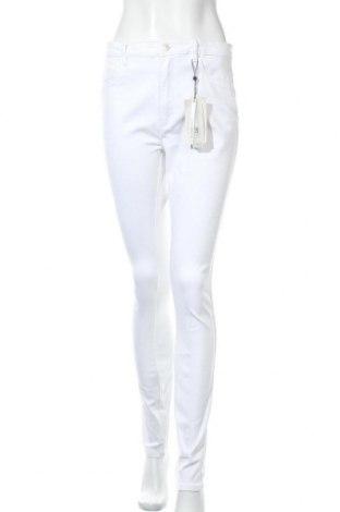 Дамски дънки ONLY, Размер L, Цвят Бял, 69% памук, 29% полиестер, 2% еластан, Цена 39,00лв.