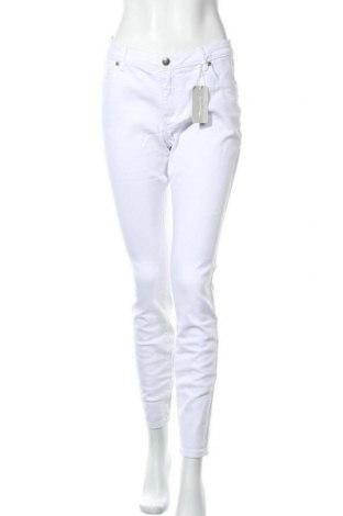 Дамски дънки Tamaris, Размер L, Цвят Бял, 98% памук, 2% еластан, Цена 29,37лв.