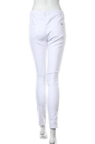 Дамски дънки Tamaris, Размер M, Цвят Бял, 98% памук, 2% еластан, Цена 66,75лв.
