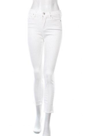 Дамски дънки Uniqlo, Размер S, Цвят Бял, 89% памук, 10% полиестер, 2% еластан, Цена 19,04лв.