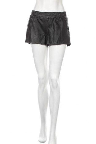 Дамски къс кожен панталон H&M Divided, Размер S, Цвят Черен, Еко кожа, Цена 19,50лв.