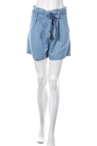 Дамски къс панталон H&M L.O.G.G., Размер S, Цвят Син, 74% лиосел, 13% памук, 13% полиестер, Цена 19,95лв.