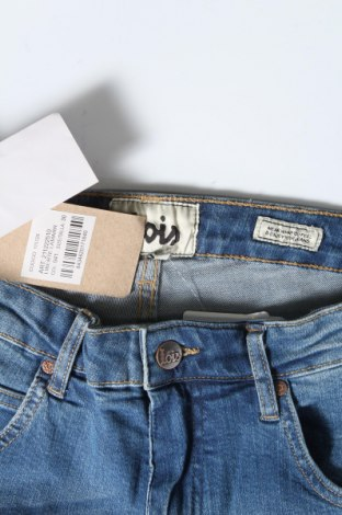 Дамски къс панталон Lois, Размер M, Цвят Син, 98% памук, 2% еластан, Цена 36,75лв.