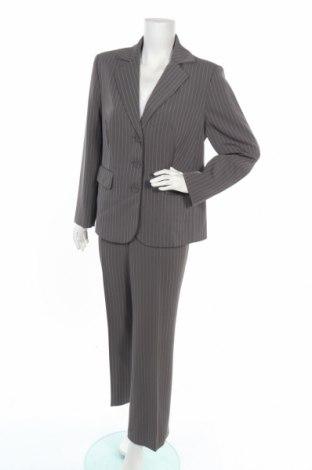 Дамски костюм, Размер XL, Цвят Сив, 94% полиестер, 1% вискоза, 5% еластан, Цена 35,28лв.