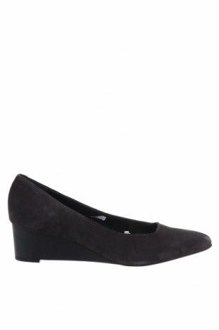 Дамски обувки Esprit, Размер 40, Цвят Сив, Естествен велур, Цена 70,50лв.