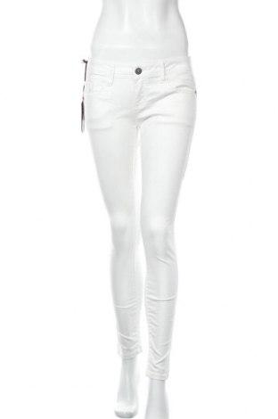 Дамски панталон Cipo & Baxx, Размер M, Цвят Бял, 87% памук, 10% полиестер, 3% еластан, Цена 39,50лв.
