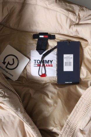 Дамско яке Tommy Hilfiger, Размер S, Цвят Бежов, Полиамид, пух и пера, Цена 144,87лв.