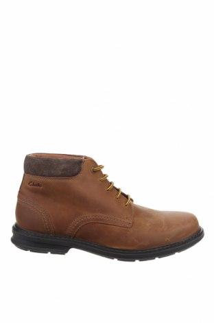 Мъжки обувки Clarks, Размер 44, Цвят Кафяв, Естествена кожа, естествен велур, Цена 141,75лв.