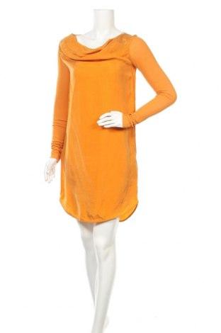 Рокля COS, Размер S, Цвят Оранжев, Купро, Цена 33,64лв.