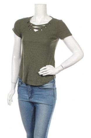 Дамска блуза Hollister, Размер XS, Цвят Зелен, 67% вискоза, 31% полиестер, 2% еластан, Цена 15,96лв.