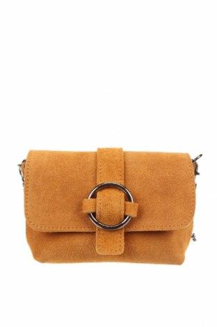 Дамска чанта, Цвят Бежов, Естествен велур, Цена 66,75лв.