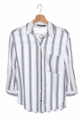 Дамска риза Bershka, Размер XS, Цвят Бял, Вискоза, Цена 23,10лв.