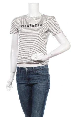 Дамска тениска Forever 21, Размер M, Цвят Бял, 55% памук, 41% вискоза, 4% еластан, Цена 6,83лв.