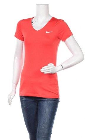 Дамска тениска Nike, Размер M, Цвят Червен, Цена 27,30лв.