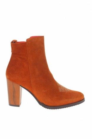 Дамски боти, Размер 37, Цвят Оранжев, Естествен велур, Цена 91,50лв.