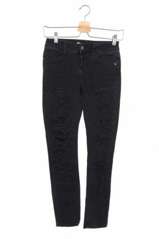 Дамски дънки Bershka, Размер XS, Цвят Черен, Цена 21,00лв.