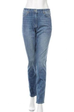 Дамски дънки Stefanel, Размер M, Цвят Син, 99% памук, 1% еластан, Цена 141,75лв.