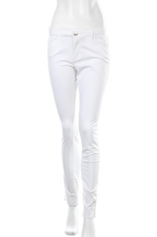 Дамски дънки Trussardi Jeans, Размер M, Цвят Бял, 98% памук, 2% еластан, Цена 137,97лв.