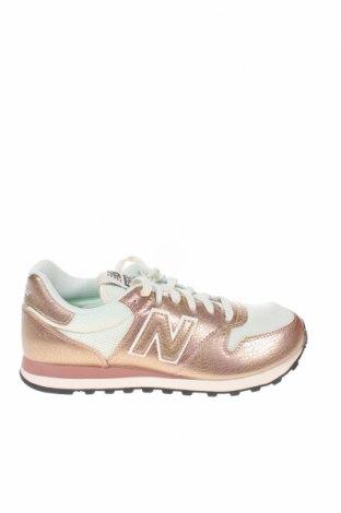 Дамски обувки New Balance, Размер 39, Цвят Златист, Еко кожа, текстил, Цена 126,75лв.