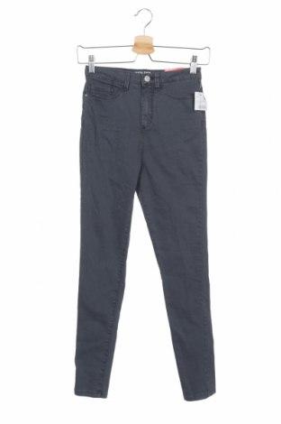 Дамски панталон Clockhouse, Размер XS, Цвят Сив, 68% памук, 28% полиестер, 4% еластан, Цена 37,80лв.
