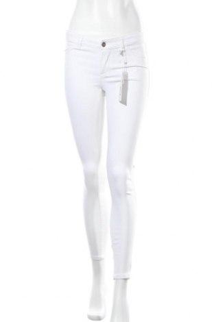 Дамски панталон Fb Sister, Размер S, Цвят Бял, 74% вискоза, 22% полиамид, 4% еластан, Цена 51,87лв.