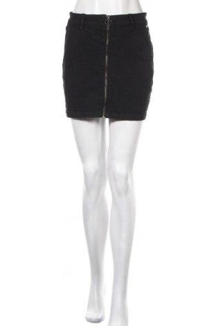 Пола Pull&Bear, Размер M, Цвят Черен, 97% памук, 3% еластан, Цена 23,94лв.