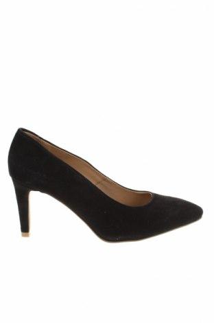 Дамски обувки Reserved, Размер 36, Цвят Черен, Естествен велур, Цена 32,70лв.