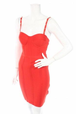 Šaty  Guess, Rozměr S, Barva Červená, 53% viskóza, 44% polyamide, 3% elastan, Cena  889,00Kč