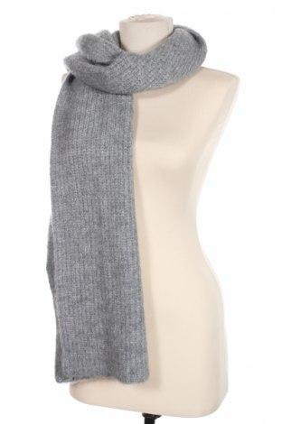 Шал Zara, Цвят Сив, 56% акрил, 29% полиамид, 7% вълна, 5% мохер, 3% еластан, Цена 21,75лв.