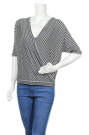 Дамска блуза Today, Размер S, Цвят Черен, 70% вискоза, 25% полиестер, 5% еластан, Цена 19,95лв.