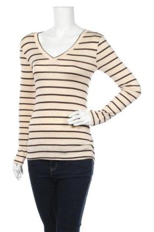 Дамска блуза Zenana Outfitters, Размер S, Цвят Бежов, 95% вискоза, 5% еластан, Цена 17,85лв.