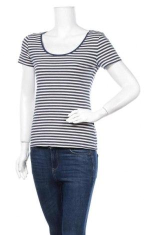 Дамска тениска H&M, Размер M, Цвят Син, 75% памук, 20% полиестер, 5% еластан, Цена 8,93лв.