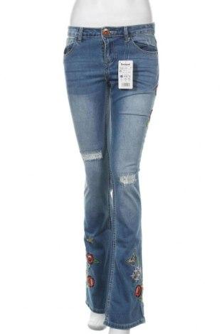 Дамски дънки Desigual, Размер S, Цвят Син, 70% памук, 27% полиестер, 2% вискоза, 1% еластан, Цена 55,65лв.
