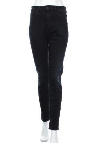 Дамски дънки Emporio Armani, Размер M, Цвят Син, 92% памук, 8% еластан, Цена 250,92лв.