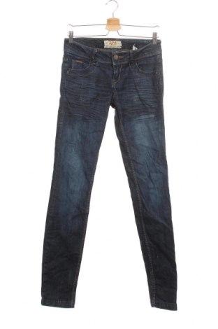 Дамски дънки Pull&Bear, Размер S, Цвят Син, 98% памук, 2% еластан, Цена 20,30лв.