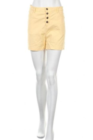 Γυναικείο κοντό παντελόνι Kiabi, Μέγεθος L, Χρώμα Κίτρινο, Τιμή 10,39€