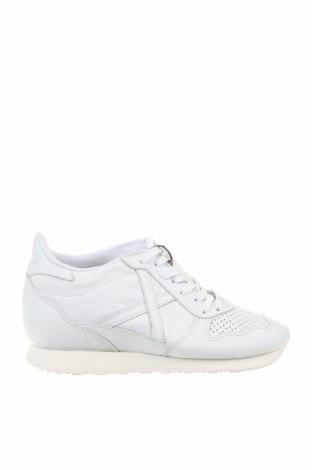 Дамски обувки Munich, Размер 40, Цвят Бял, Естествена кожа, Цена 99,00лв.